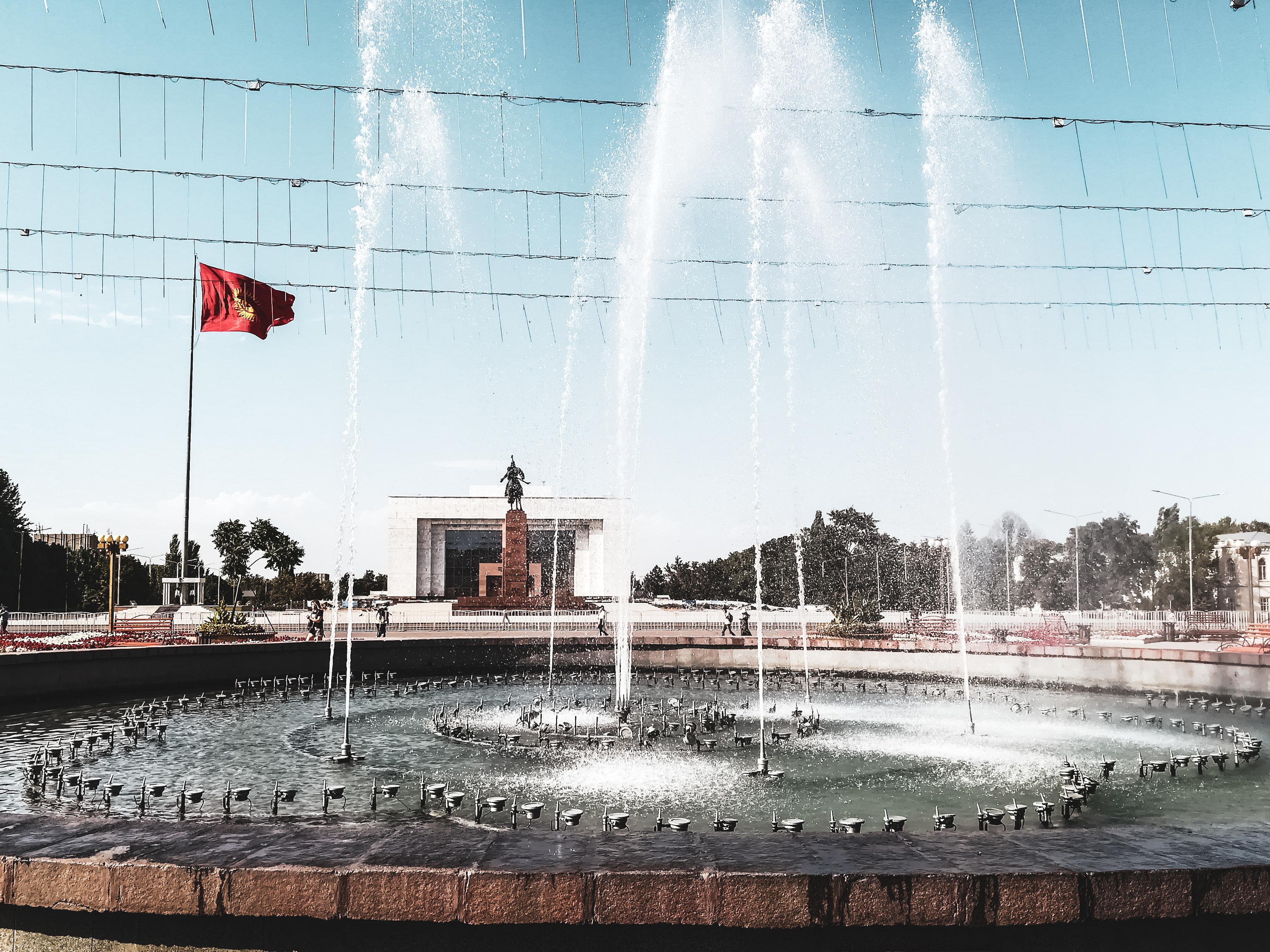 Otwarta krytyka władzy, dwukrotne obalenie prezydenta i wszechobecny Lenin – kirgiskie ciekawostki